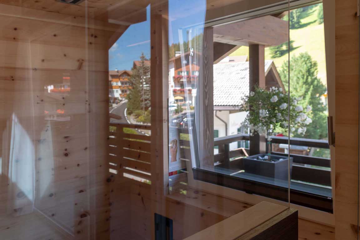 Infrared sauna in Swiss stone pine with a view to the meadow