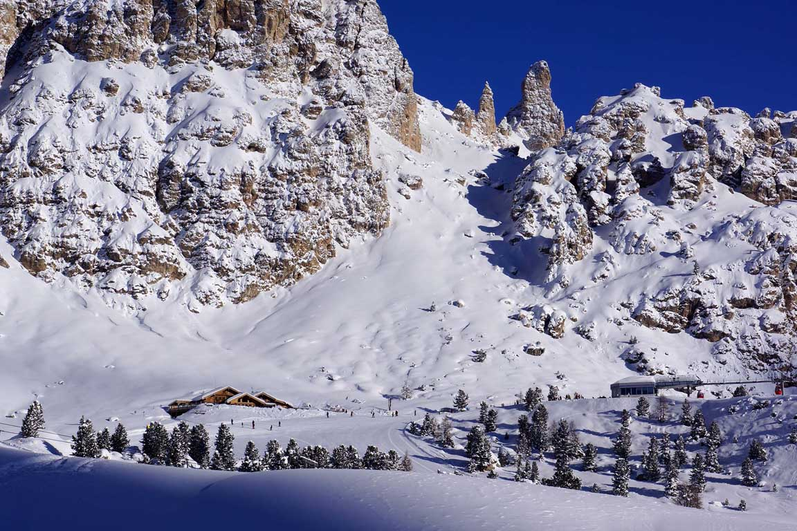 Sellaronda: Jimmy Hut above the Passo Gardena