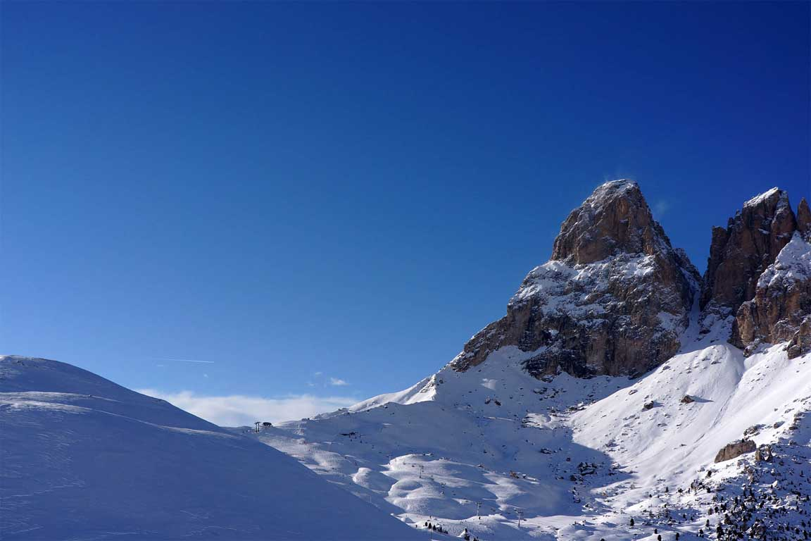 Passo Sella and Sassolungo in winter
