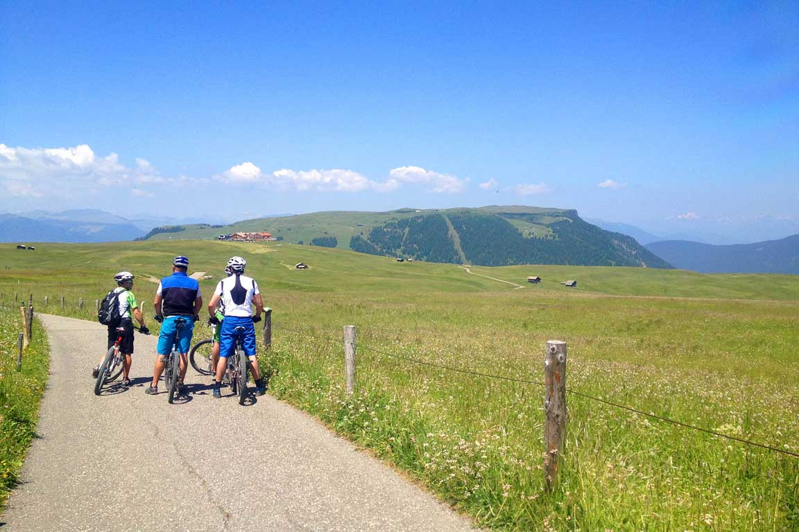 Mountain bikers on the Alpe di Siusi