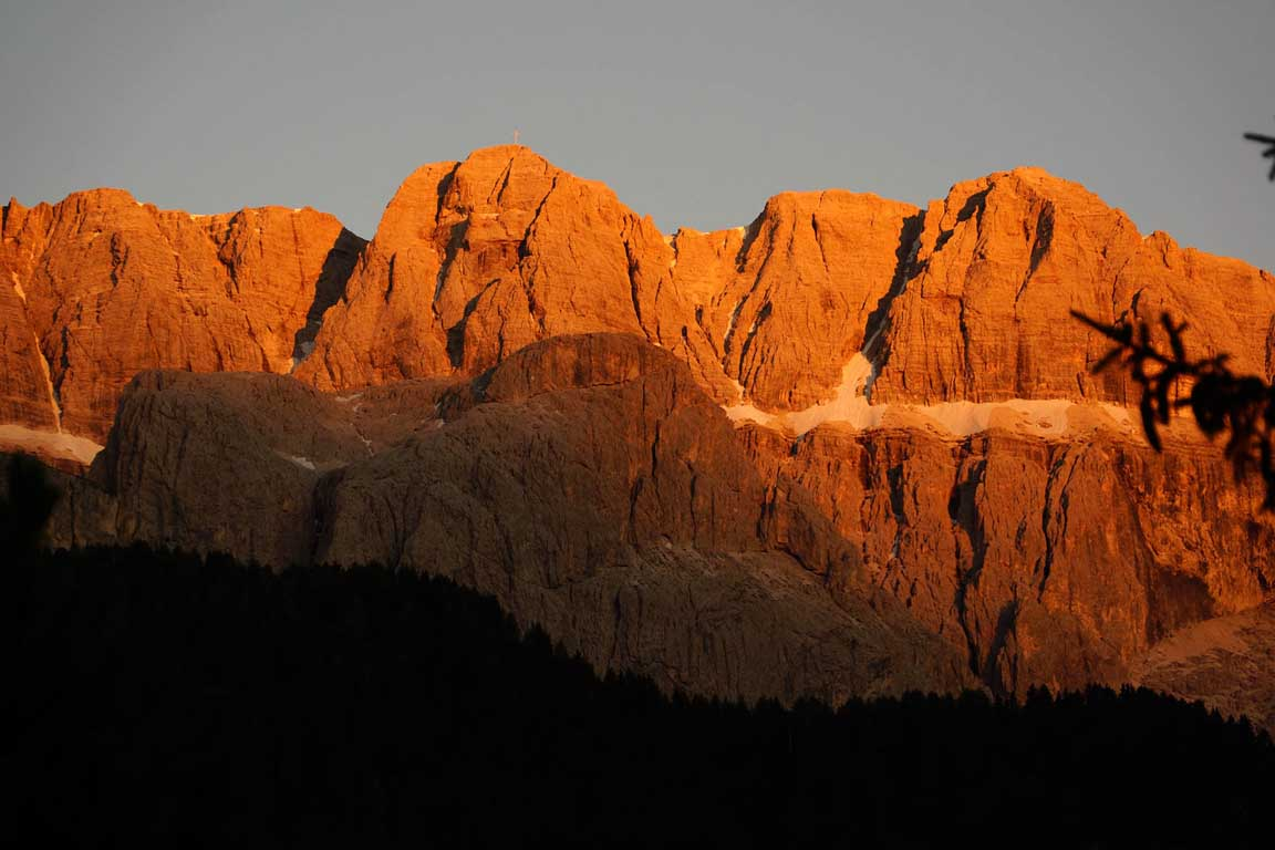 Alpenglow on the Sella Group